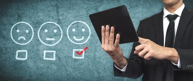 Concepto de encuesta de retroalimentación de satisfacción de revisión de cliente.