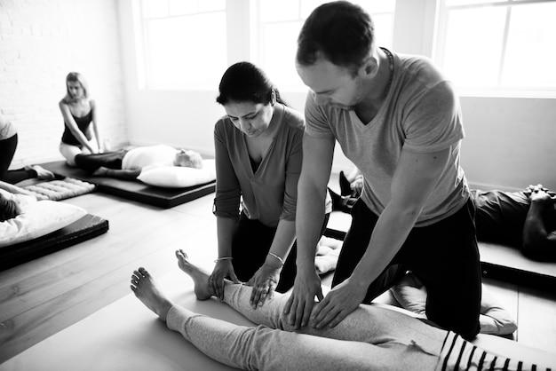 Concepto de entrenamiento de masaje de bienestar de salud