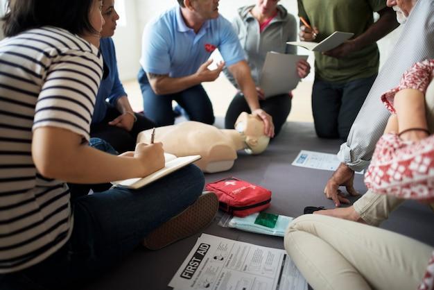 Concepto de entrenamiento de primeros auxilios rcp