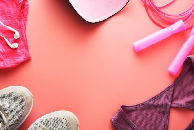 Concepto de entrenamiento zapatillas deportivas saltar a la cuerda yoga.