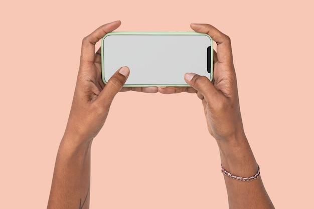 Concepto de entretenimiento de juegos de pantalla de teléfono inteligente