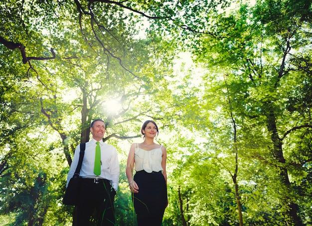 Concepto de equipo de asociación de pareja de negocios verde