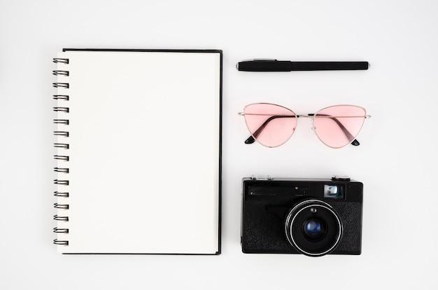 Concepto de escritorio de fotografía con cámara