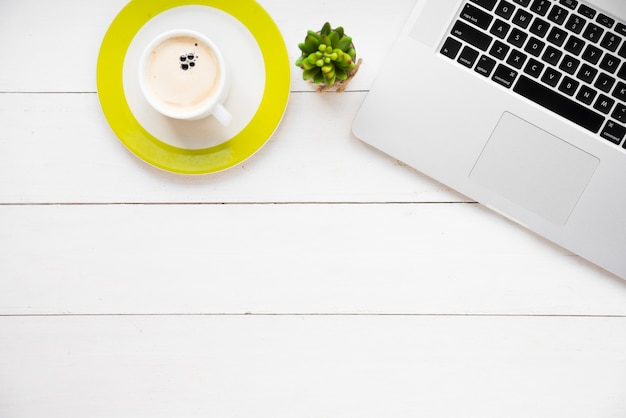 Concepto de escritorio minimalista