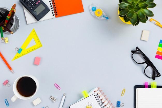 Concepto de escritorio vista superior con espacio de copia