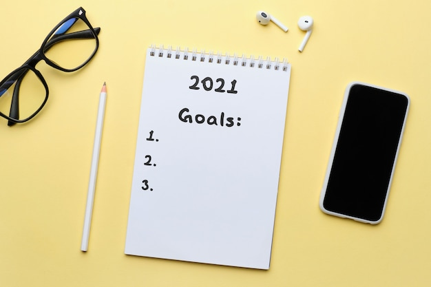 El concepto de establecer metas para el año 2021 en el diario.