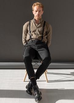 Concepto estático del modelo masculino minimalista