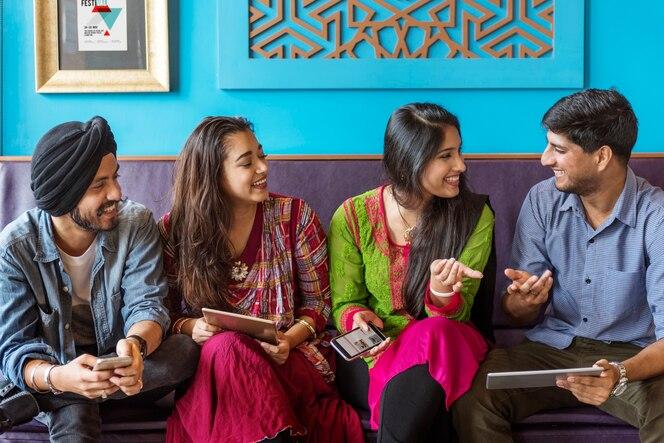 Concepto étnico casual de la comunidad de la etnia india