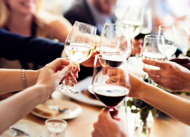 Concepto de éxito de celebración de partido de gente de negocios