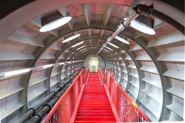 Concepto exitoso escalera roja.