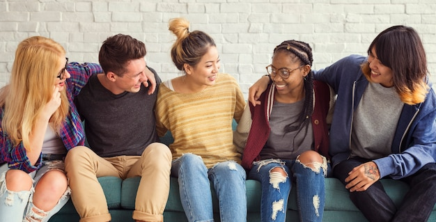 Concepto de la felicidad de los amigos de los estudiantes de la diversidad