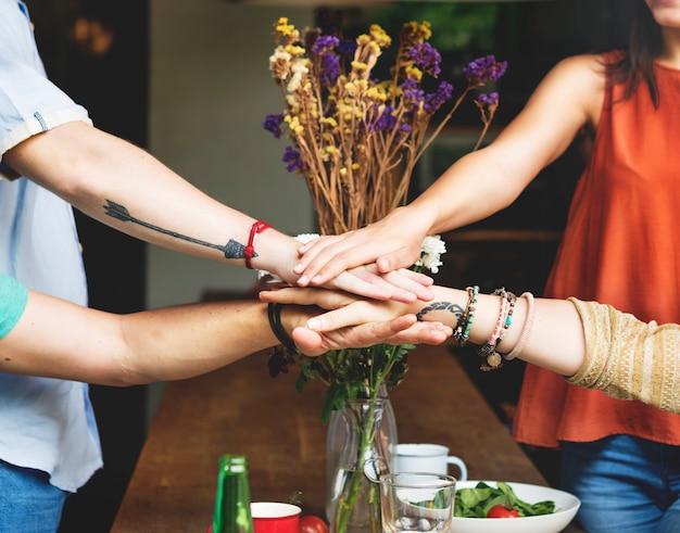 Concepto de la felicidad del partido de la forma de vida de los amigos