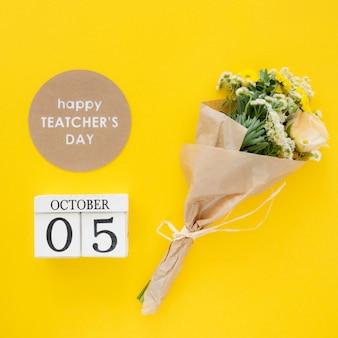 Concepto de feliz día del maestro con flores.