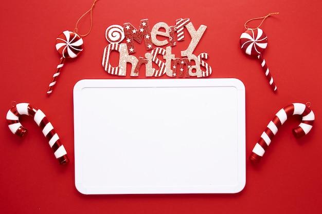 Concepto de feliz navidad con bastones de caramelo