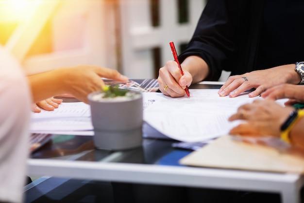 Concepto de firma de documento contractual