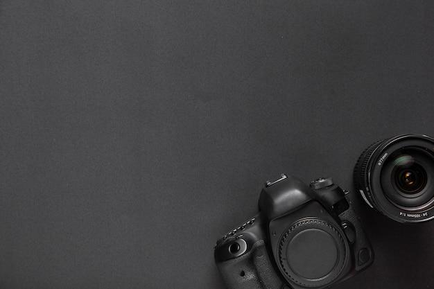 Concepto de fotografía con cámara y lentes con espacio de copia