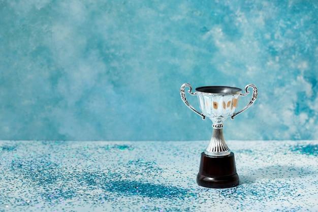 Concepto de ganador con premio de copa