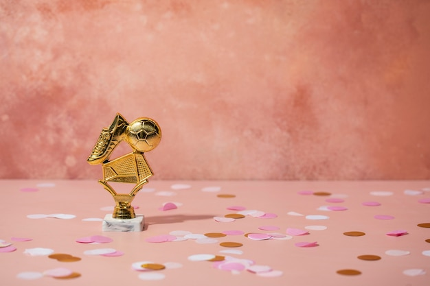 Concepto de ganador con premio dorado.