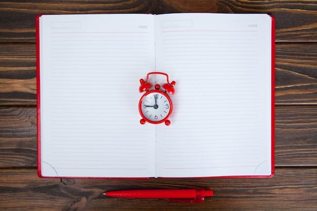 Concepto de gestión del tiempo, planificación de negocios.