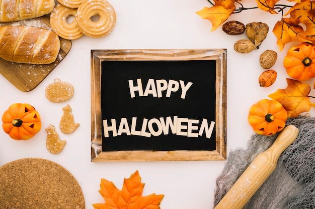 Concepto de halloween con pizarra y panes