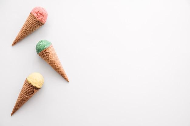 Concepto de helado con copyspace a la derecha