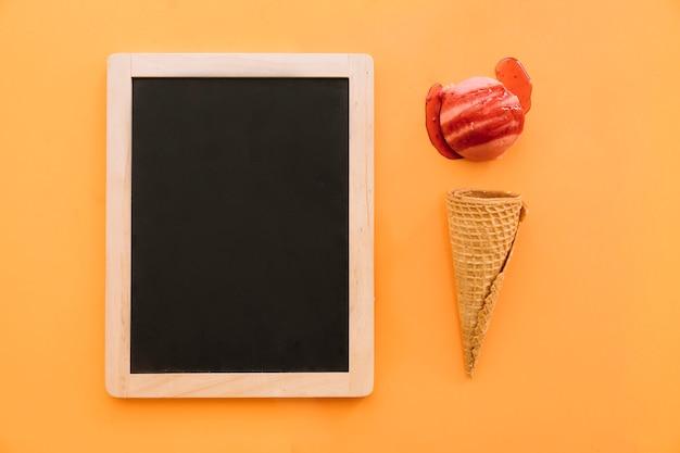 Concepto de helado con pizarra