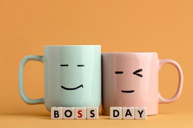Concepto hermoso día del jefe con tazas
