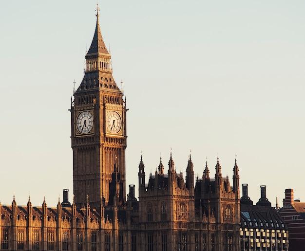 Concepto de la historia del monumento del parlamento big ben