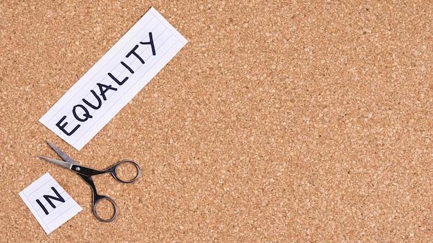 Concepto de igualdad y desigualdad con espacio de copia