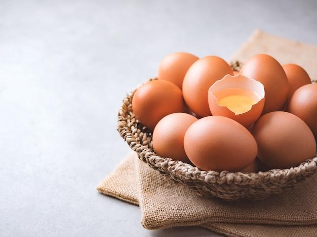 Concepto de ingredientes de alimentos orgánicos huevos de gallina