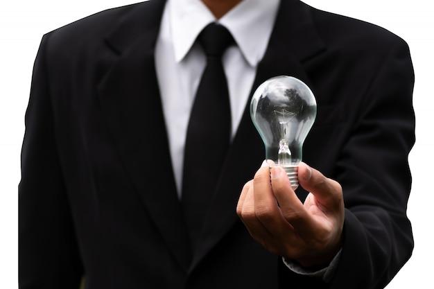 Concepto de innovación e inspiración, hombre con lámpara de bulbo