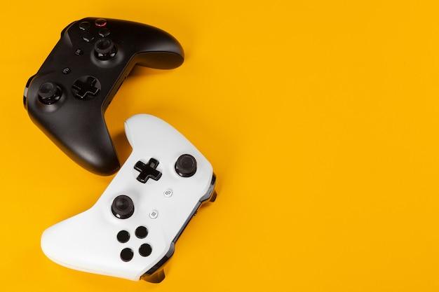 Concepto de juego, joystick en color,