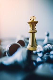 Concepto de juego de mesa de ajedrez de ideas de negocios