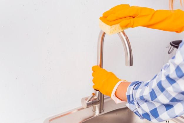 Concepto de limpieza del hogar con productos de limpieza