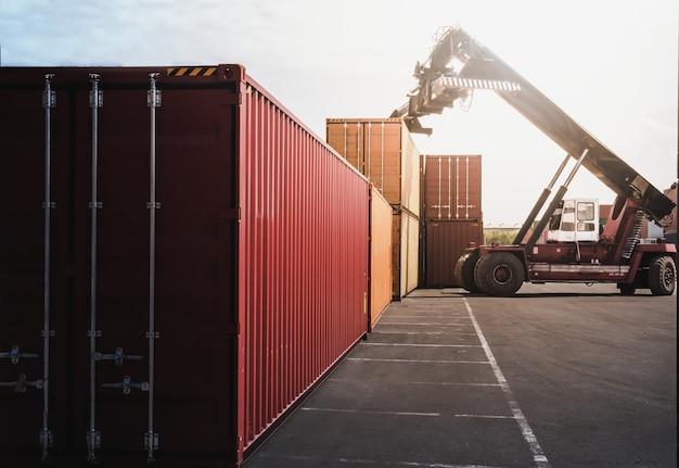 Concepto de logística empresarial, mapa de conexión de socio global de container cargo