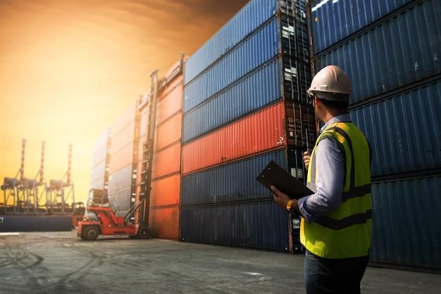 Concepto logístico empresarial, concepto de importación y exportación.