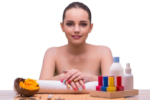 Concepto de manicura tratamiento mujer en mano