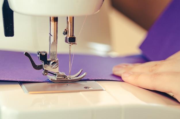 Concepto de máquina de coser de diseño de álbum de recortes
