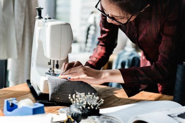 Concepto de máquina de coser de diseño de moda