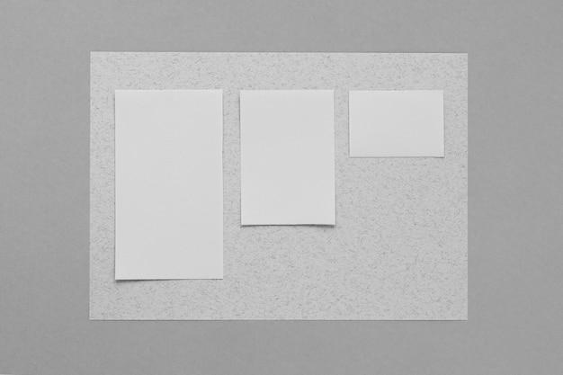Concepto de marca con hojas de papel
