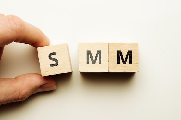 Concepto de marketing en redes sociales como desarrollo de estrategia
