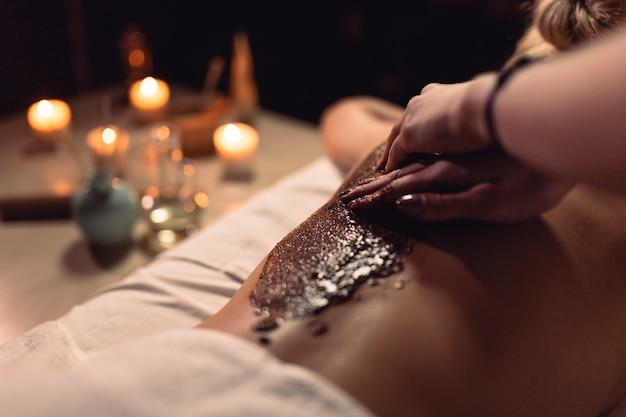 Concepto de masaje con mujer