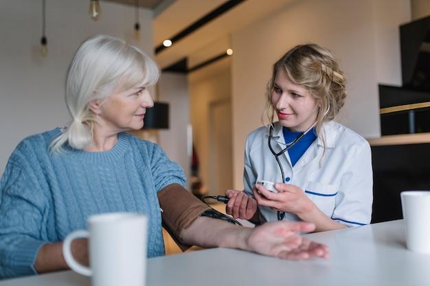 Concepto médico de asilo de ancianos