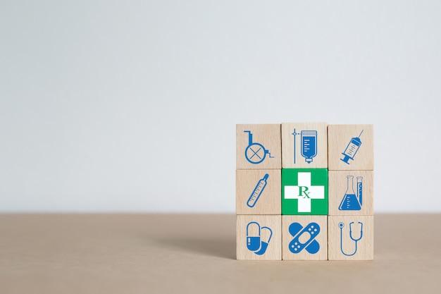 Concepto médico y de salud del bloque de madera.