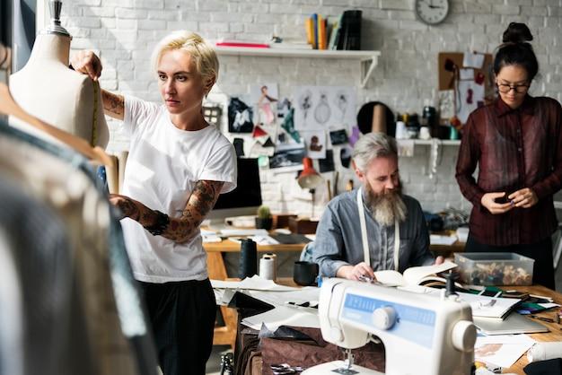 Concepto de medida de maniquí de diseño de moda