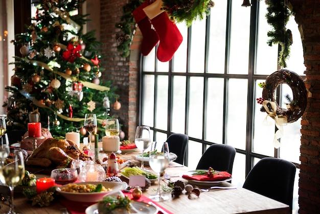 Concepto de mesa familiar de navidad