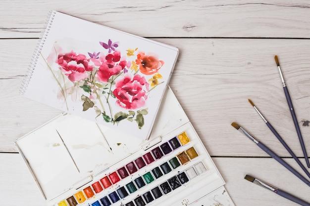 Concepto moderno de artista con pincéles y pintura colorida