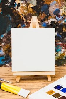 Concepto moderno de artista con plantilla