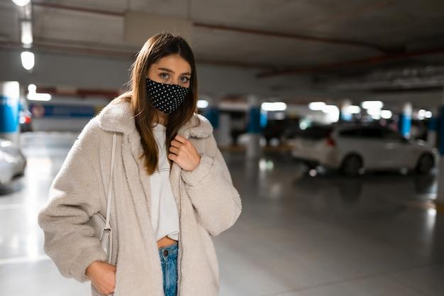 Concepto de mujer pandémica