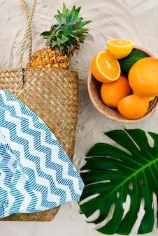 Concepto natural de la nutrición de la vitamina de la consumición sana de la fruta tropical